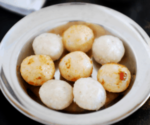 Unda And Chammanthi (Steamed Rice Dumplings With Spicy Chutney)